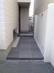 玄関前アプローチ施工事例 オープン外構・クローズド外構のイメージ画像