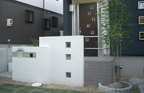 正方形を活かした玄関・アプローチ|名古屋市緑区