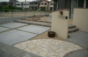 洋風な門塀・サイクルポート・駐車場|あま市